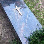 Paminklai Ma  eikiuose  kapini   prie  i  ra  visi kapini   darbai  paminklai   iauliuose foto 150x150 - Plokštėmis dengti kapai