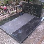 plokstemis dengti kapai paminklai 18 foto 150x150 - Plokštėmis dengti kapai