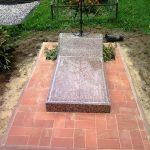 plokstemis dengti kapai paminklai 36 foto 150x150 - Plokštėmis dengti kapai