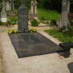 plokstemis dengti kapai paminklai 44 foto 150x150 - Plokštėmis dengti kapai