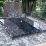 Paminklai kapų tvarkymas pigūs paminklai Šiauliuose 150x150 - Trijų dalių paminklai