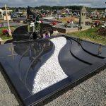Kapu tvarkymas paminklai granito plokstes bangos mazintos 150x150 - Plokštėmis dengti kapai