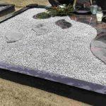 Paminklai kapu tvarkymas granito ploštės kapo dengimas plokstemis 2 150x150 - Kapų papuošimas skaldele