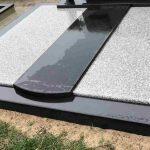 Paminklai kapu tvarkymas granito plokstes 150x150 - Plokštėmis dengti kapai