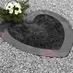 Paminklai kapu tvarkymas granito sirdele gelems 150x150 - Paminklų priedai