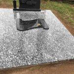 Paminklai kapu tvarkymas lentele raidems 150x150 - Plokštėmis dengti kapai